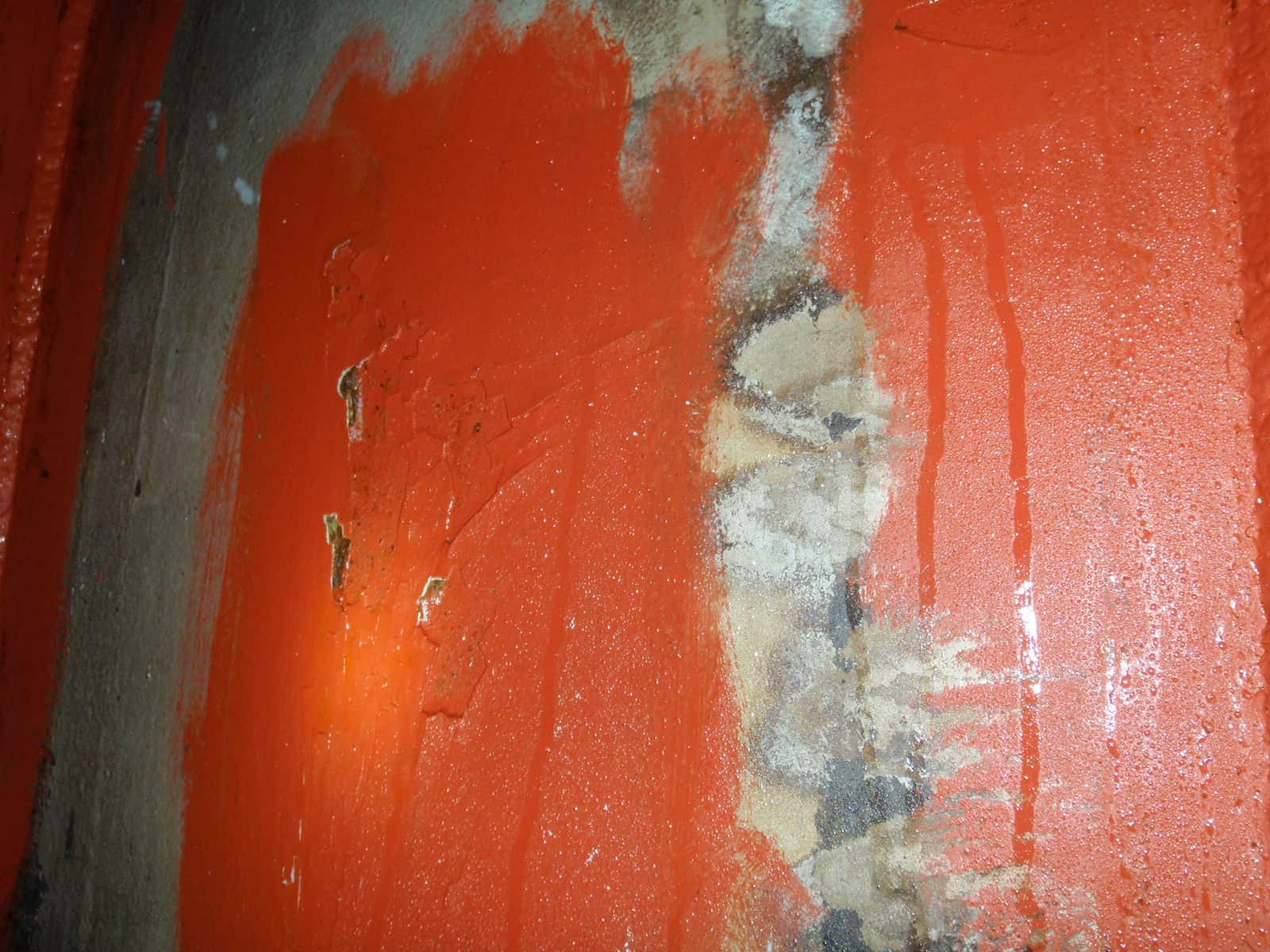 moisture lines on rusted internal red tank wall