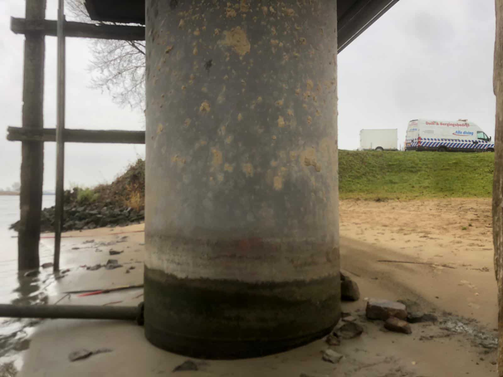 uncoated jetty steel pile showing rusted concrete